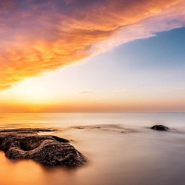 大海是地球最清澈温暖的一颗眼泪。