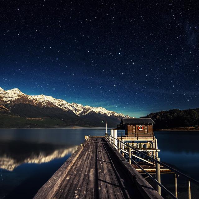上人生的旅途罢。前途很远,也很暗。然而不要怕。不怕的人的面前才有路。